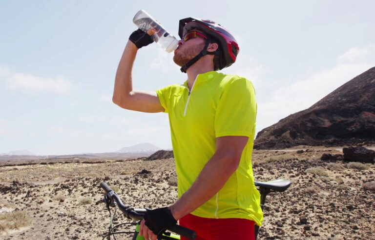 Best Water Bottles for Cycling: 2018 Guide & Reviews