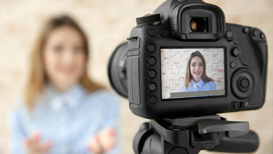 9 Best Camera for Vlogging: 2018 Reviews and Guide
